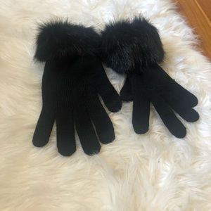Beautiful black gloves with faux fur💕💕